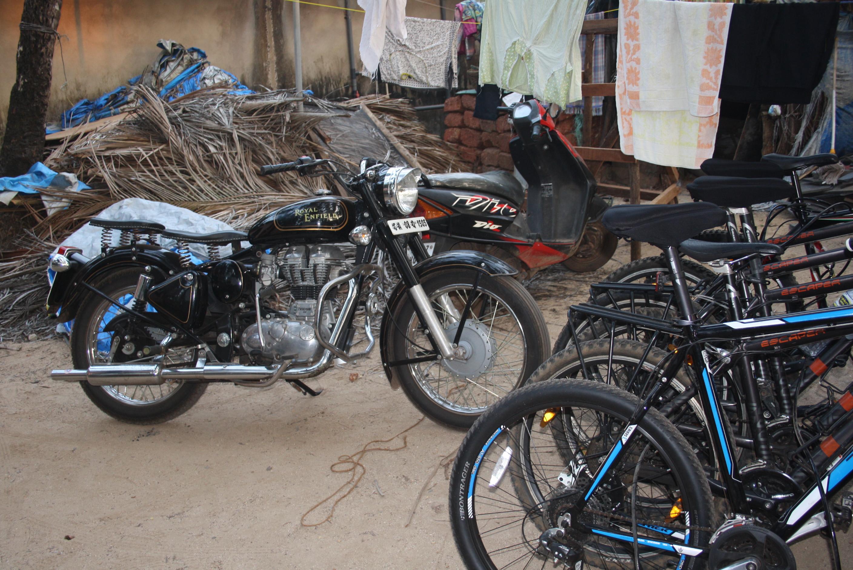 Typisch Indien - Roller, Motorrad und Fahrrad
