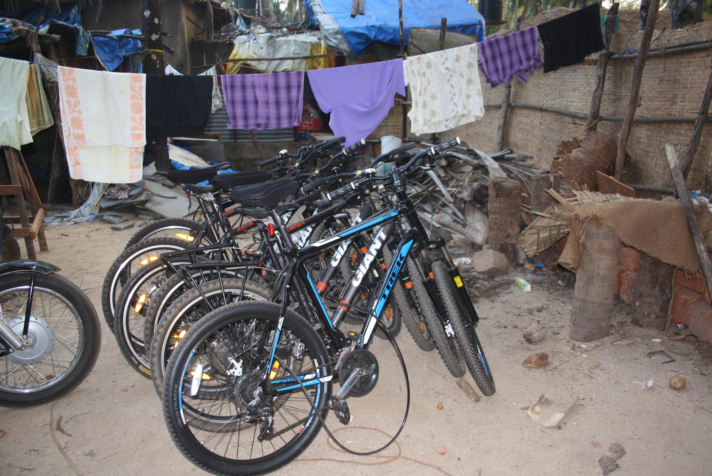 """Unsere abgestellten Fahrräder bei der Tour """"Zauberhafter Süden"""""""