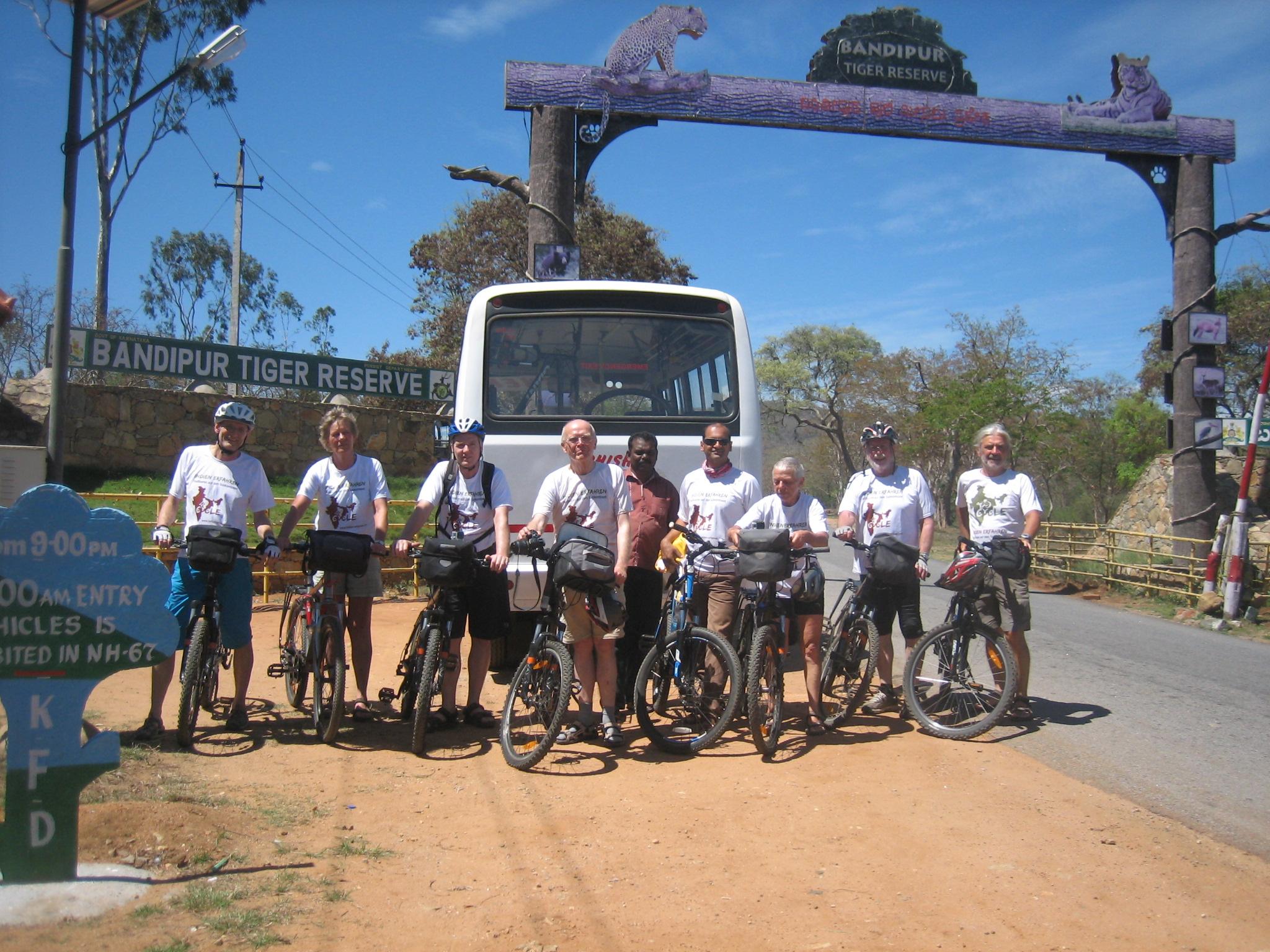 Gruppenfoto vor dem Bandipur Tiger Reserve