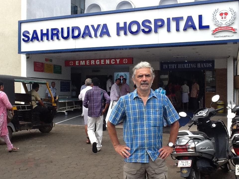 Frank Richter vor dem Sahrudaya Hospital