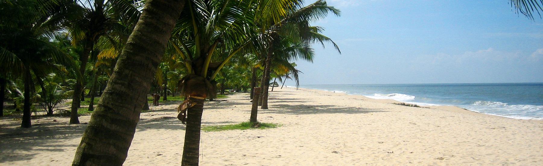 Strandküste bei Sonnenschein