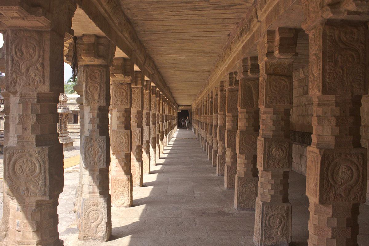 Trubel Tempel Tee und mehr - Antiker Säulengang