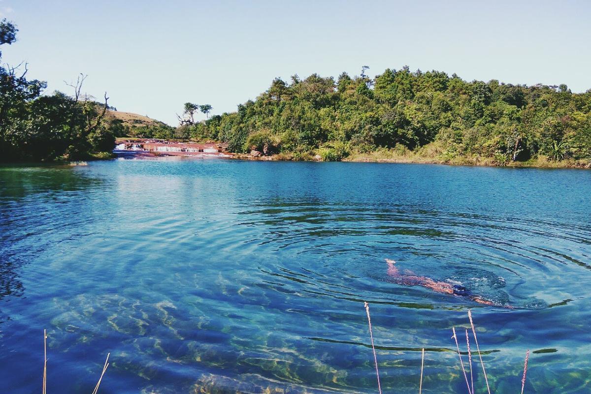 Megahalaya - Kristallklarer See