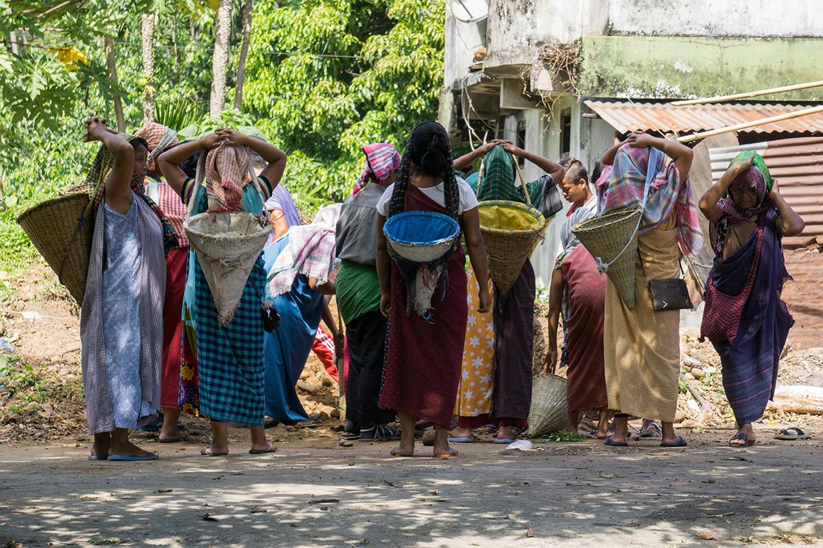 Megahalaya - Einheimische Frauen bei der Arbeit