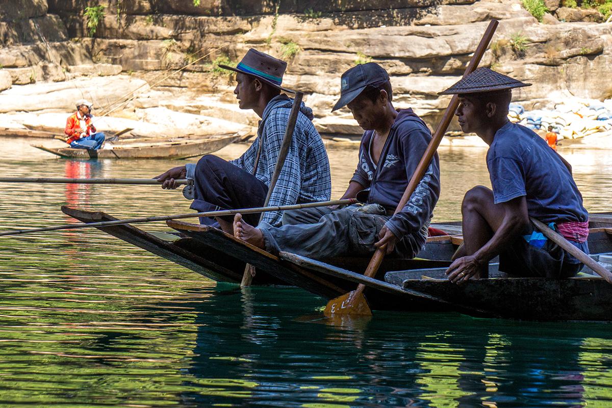 Megahalaya - Einheimische Fischer beim Angeln